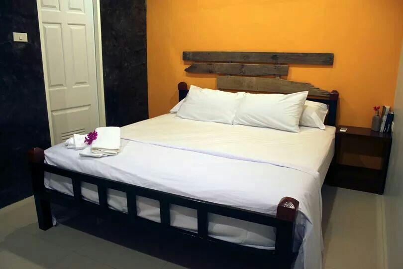 Private king room in brand new Inn!