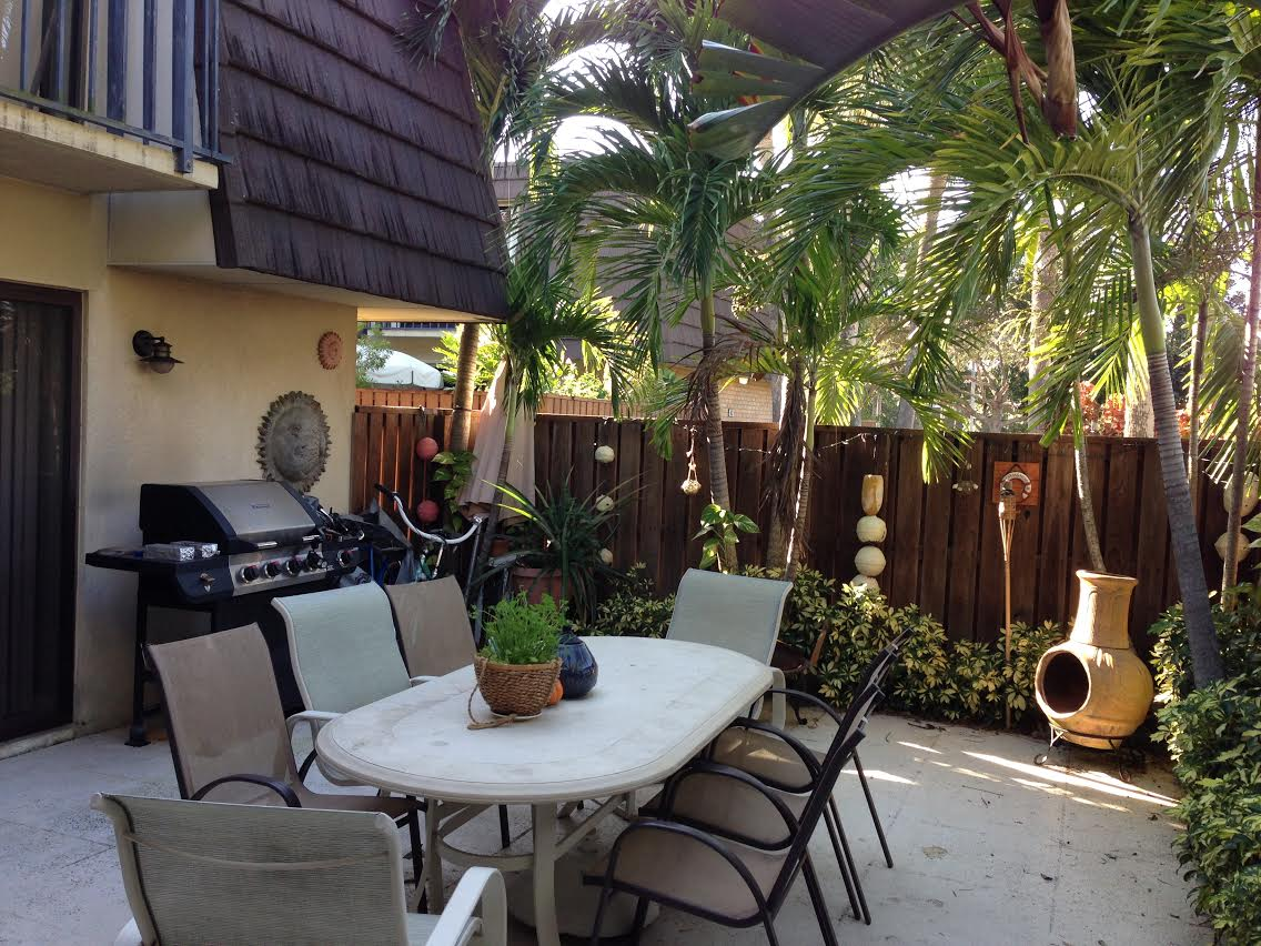 Townhouse 1 mile from the beach!
