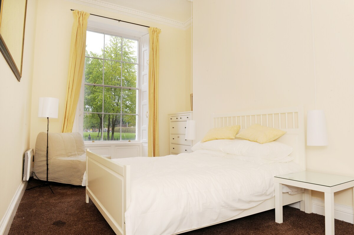 Main bedroom, very bright and spacious