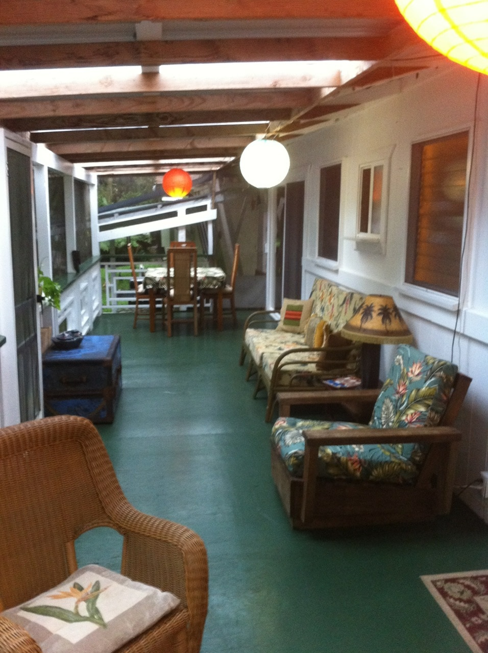 Enjoy a huge 10x20' screened in Lanai (porch)!  A great place for bird watching.
