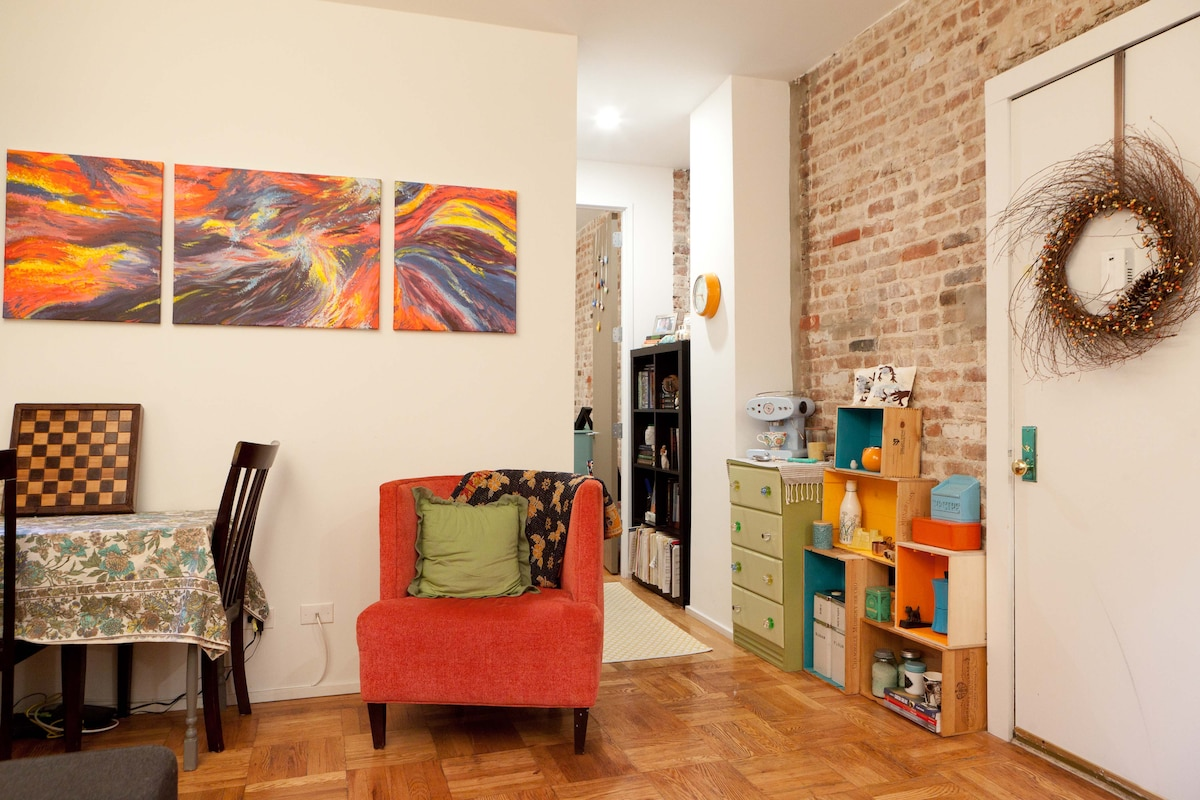 Cozy Modern 1BR with Exposed Brick!