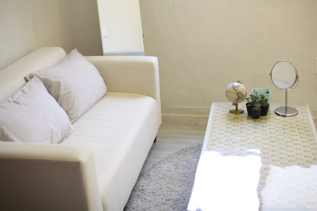 ROOM1 - Comfy sofa and table =D