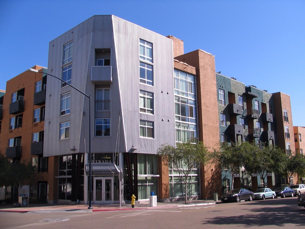 Studio apartment by Gaslamp! Low$$
