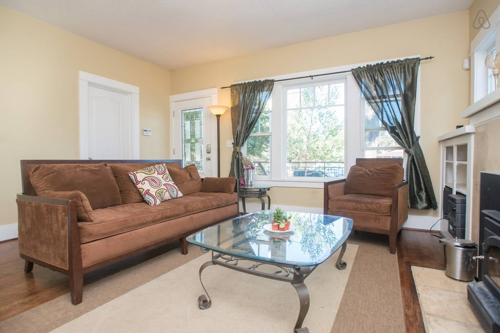 Room in Bright Remodeled 1926 Home