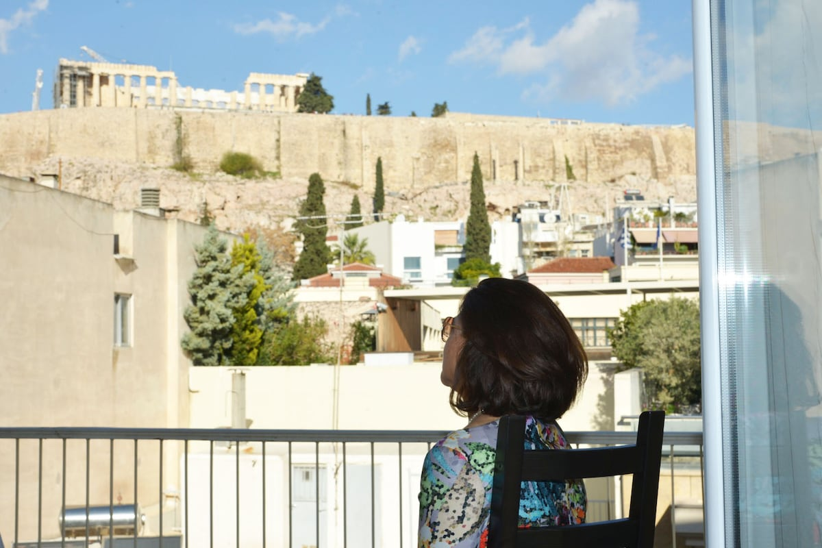 You are in the heart of Historical Athens.You have access within walking distance to all major sites, restaurants