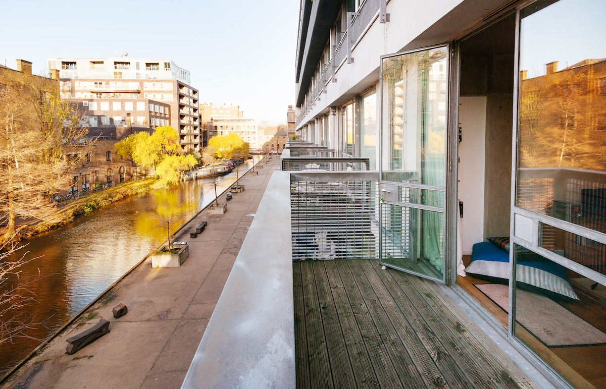 Stylish Loft by the Canal in Angel!