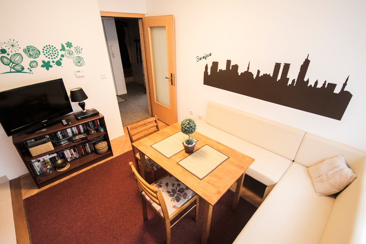 Comfy apt with a perfect location!
