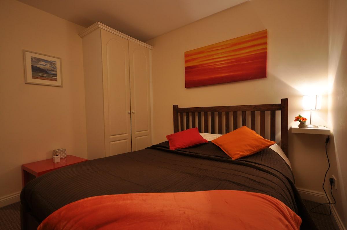 Bright Private Room in City Centre