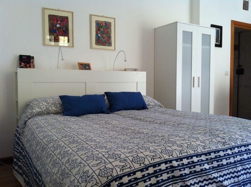 Camera blu, il letto