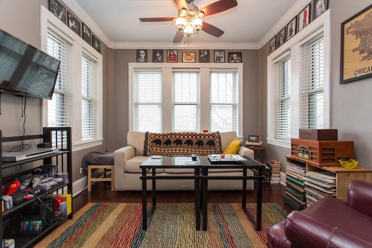 Beautiful Condo in Lakeview