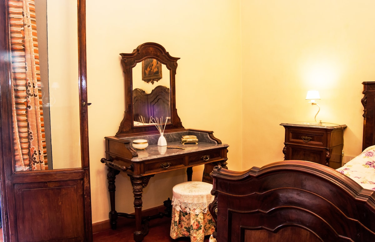 the antic toilet of the bedroom