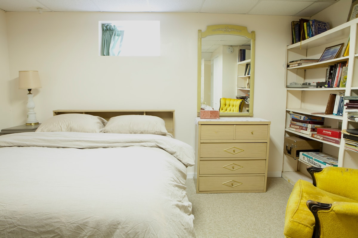 """Library bedroom.  Double bed, 32"""" flat screen TV, books and children games."""