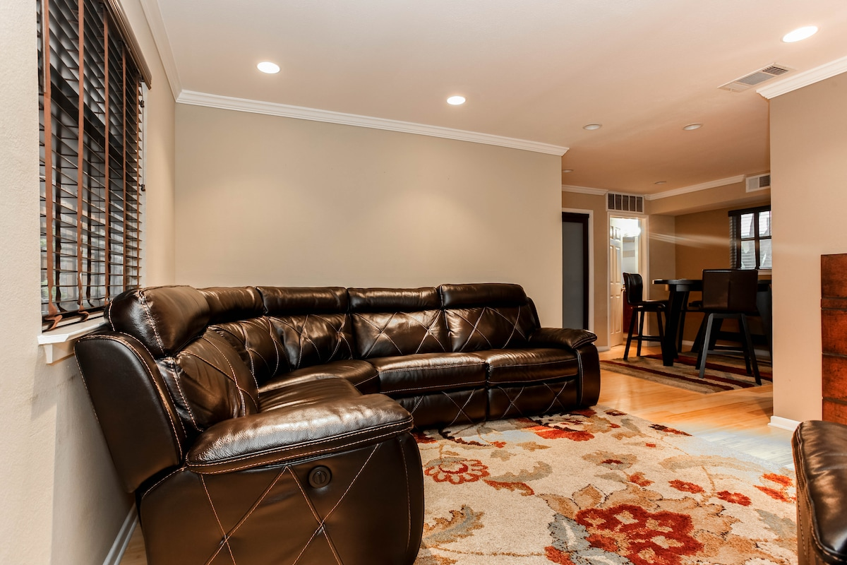 Downtown Condo with Parking & Pool
