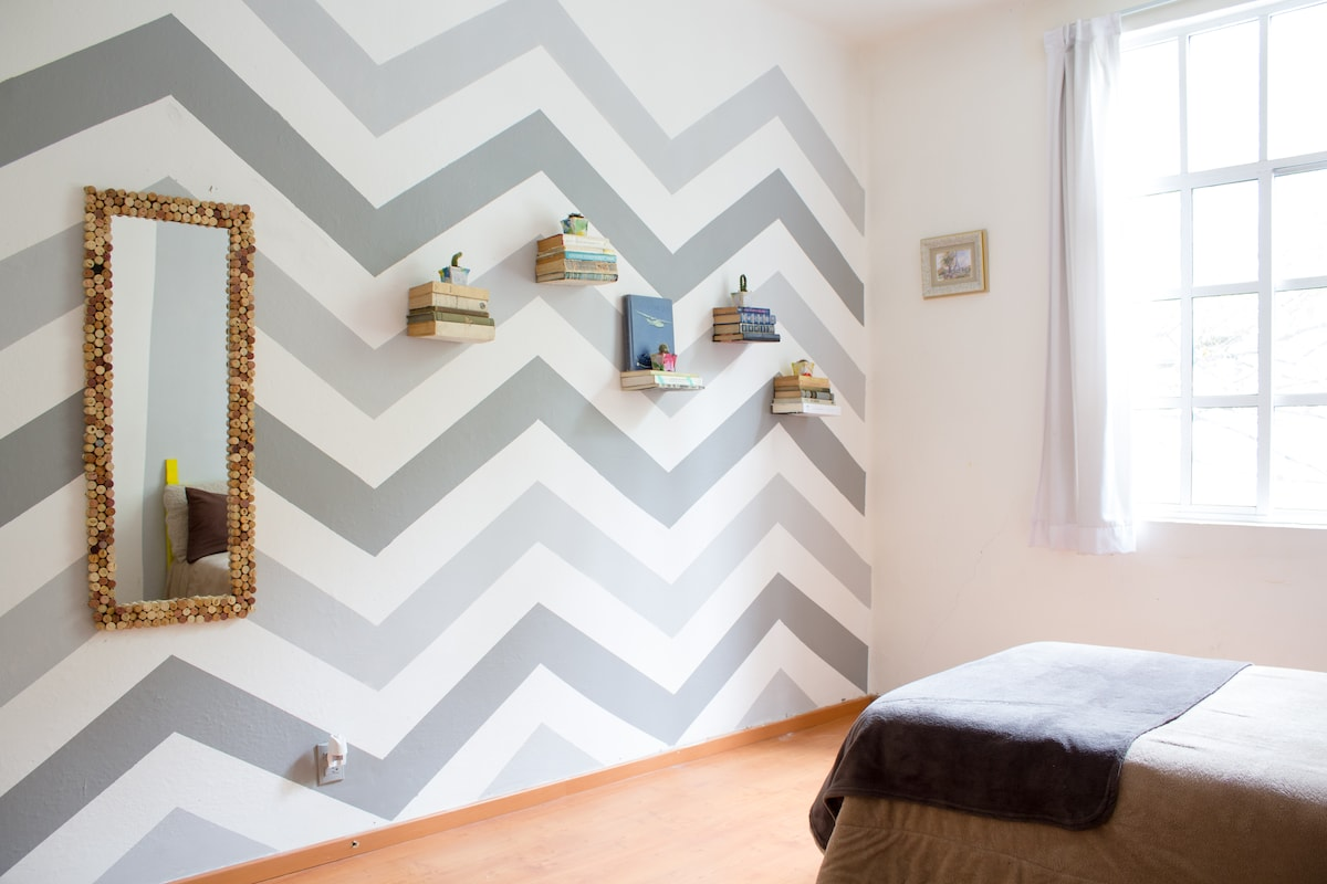 Big room close to hip-trendy places