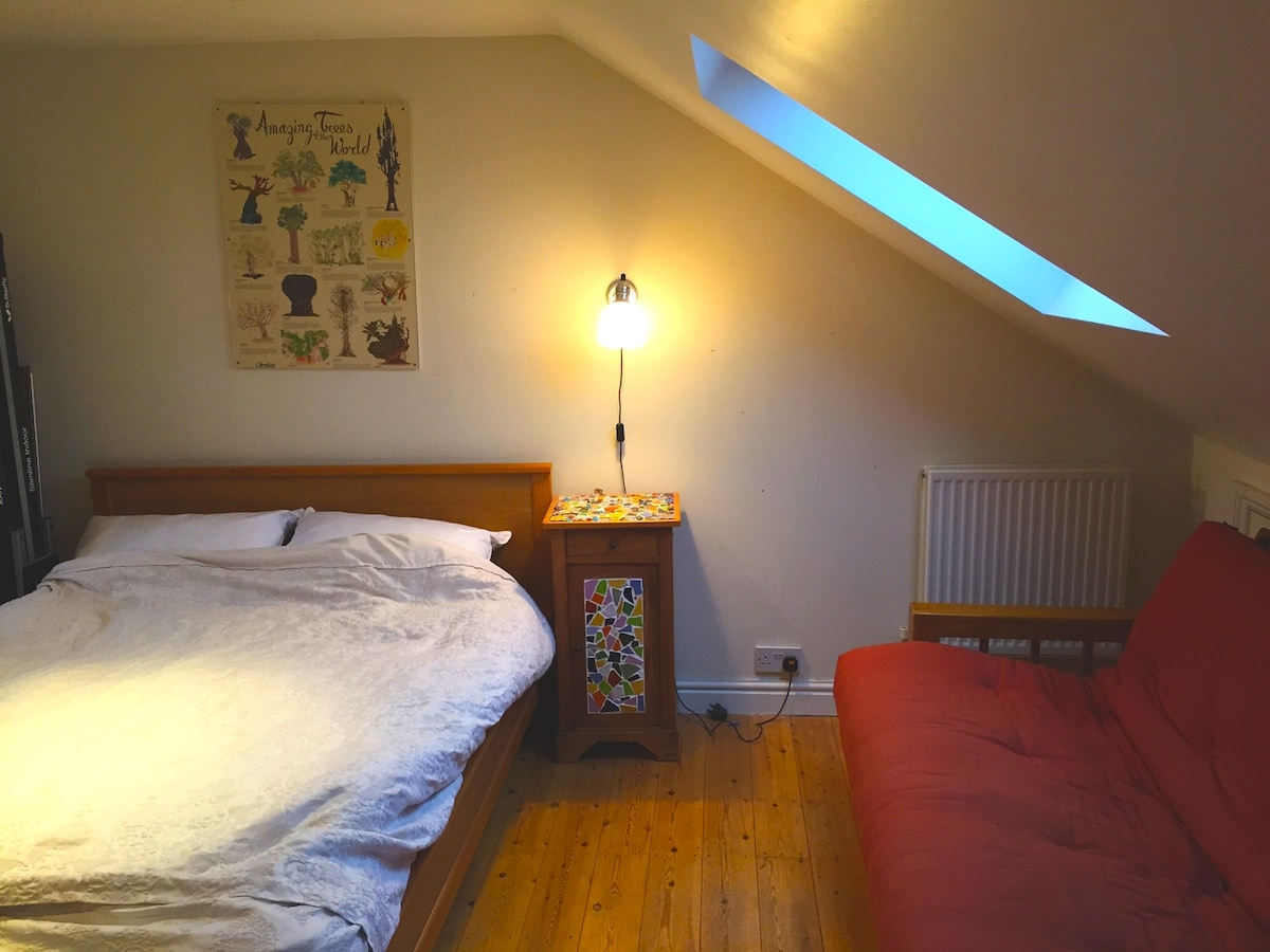 Double Attic Room in West Oxford