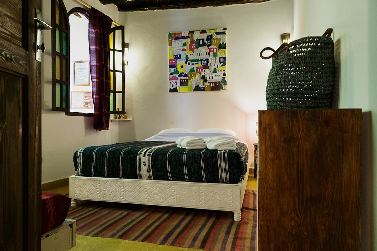 "Dar Sabon ""Sandal"" room"