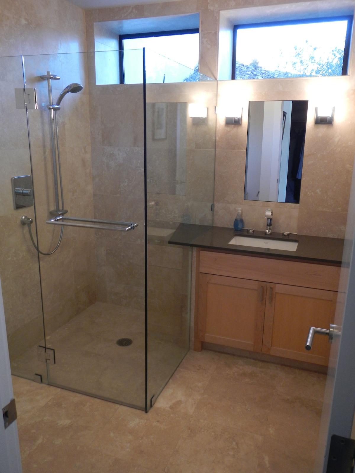 Spacious room with ensuite bathroom