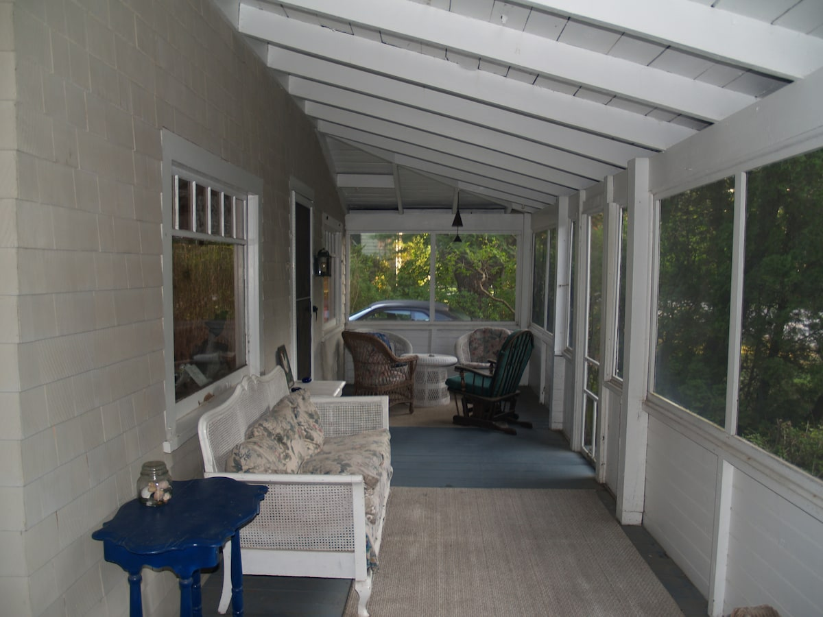 It's great hanging out on the screen porch catching ocean breezes and listening to the surf on the beach