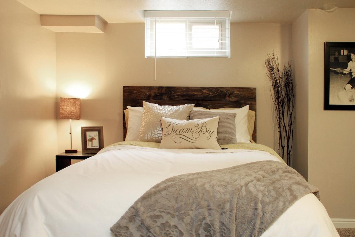 Cozy Basement Suite - Sleeps 4