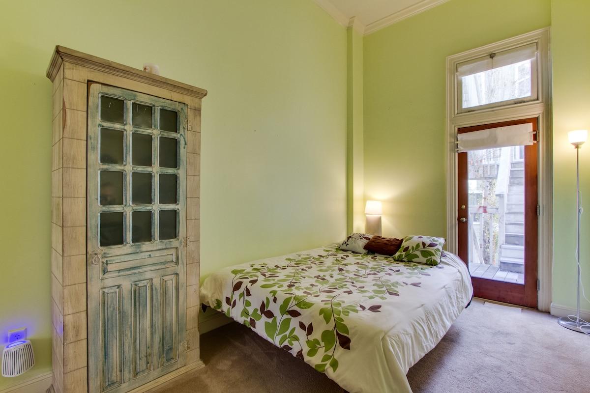 Alamo Square Furnished Room