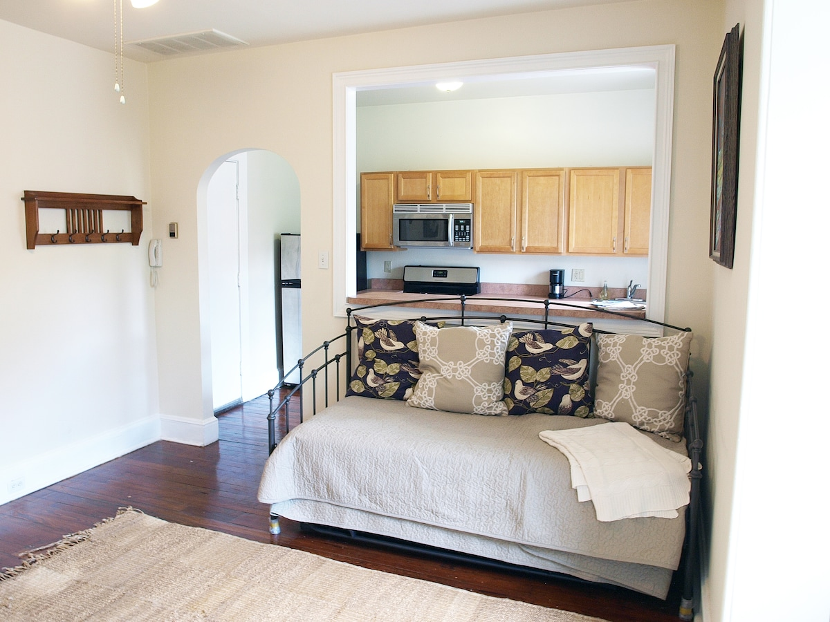 daybed and trundle bed in the living room