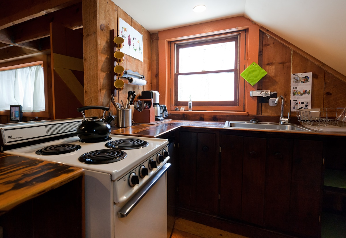 the perfect little kitchen with everything you need