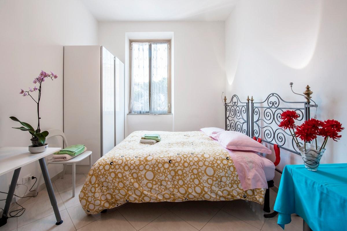 House near center/Termini.Grey room