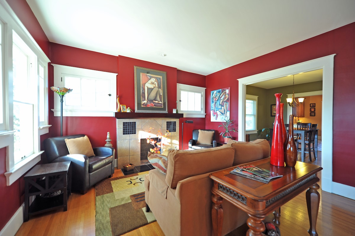 Living room as seen when you enter the house. The house has been completely renovated over the last 6 years.