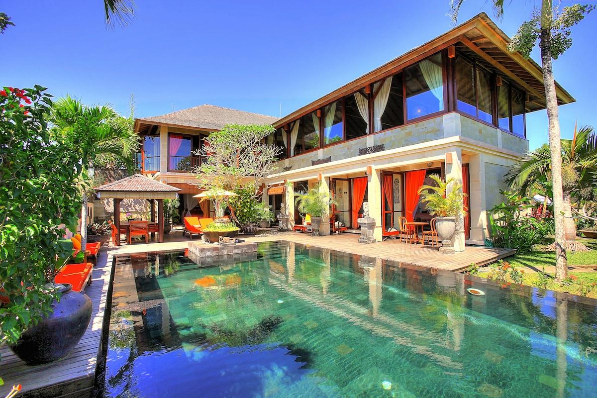 Majestic villa overlooking the sea