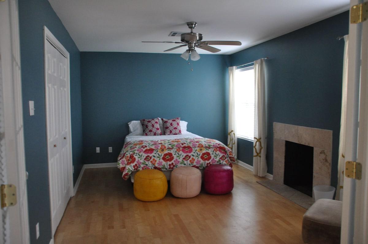 Spacious 2nd bedroom adjacent to living room & front door.