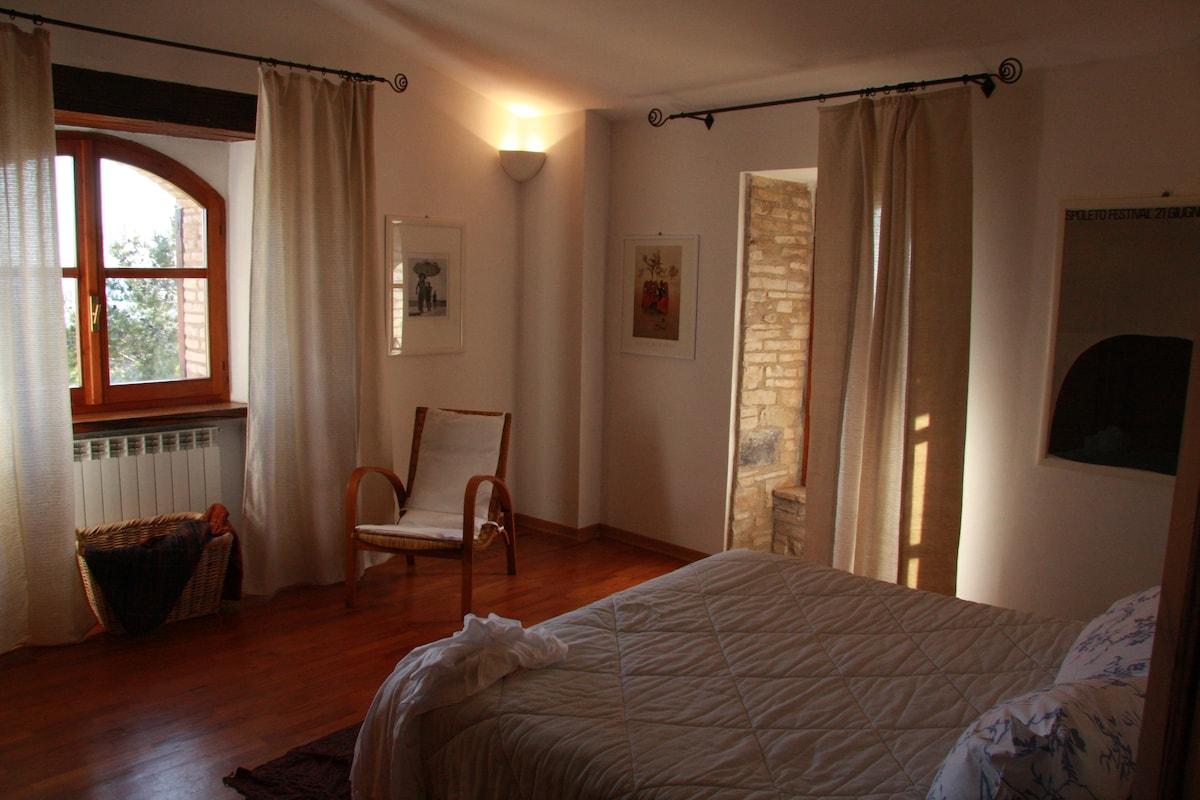 camera da letto matrimoniale (secondo piano)