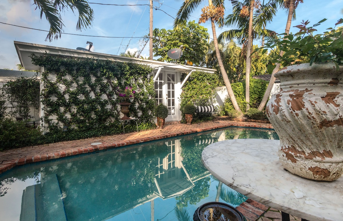 Charming pool-side private cottage!