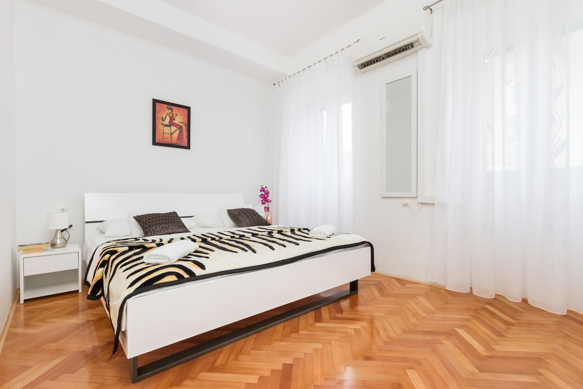 CHARMING APARTMENT CLOSE TO PALACE