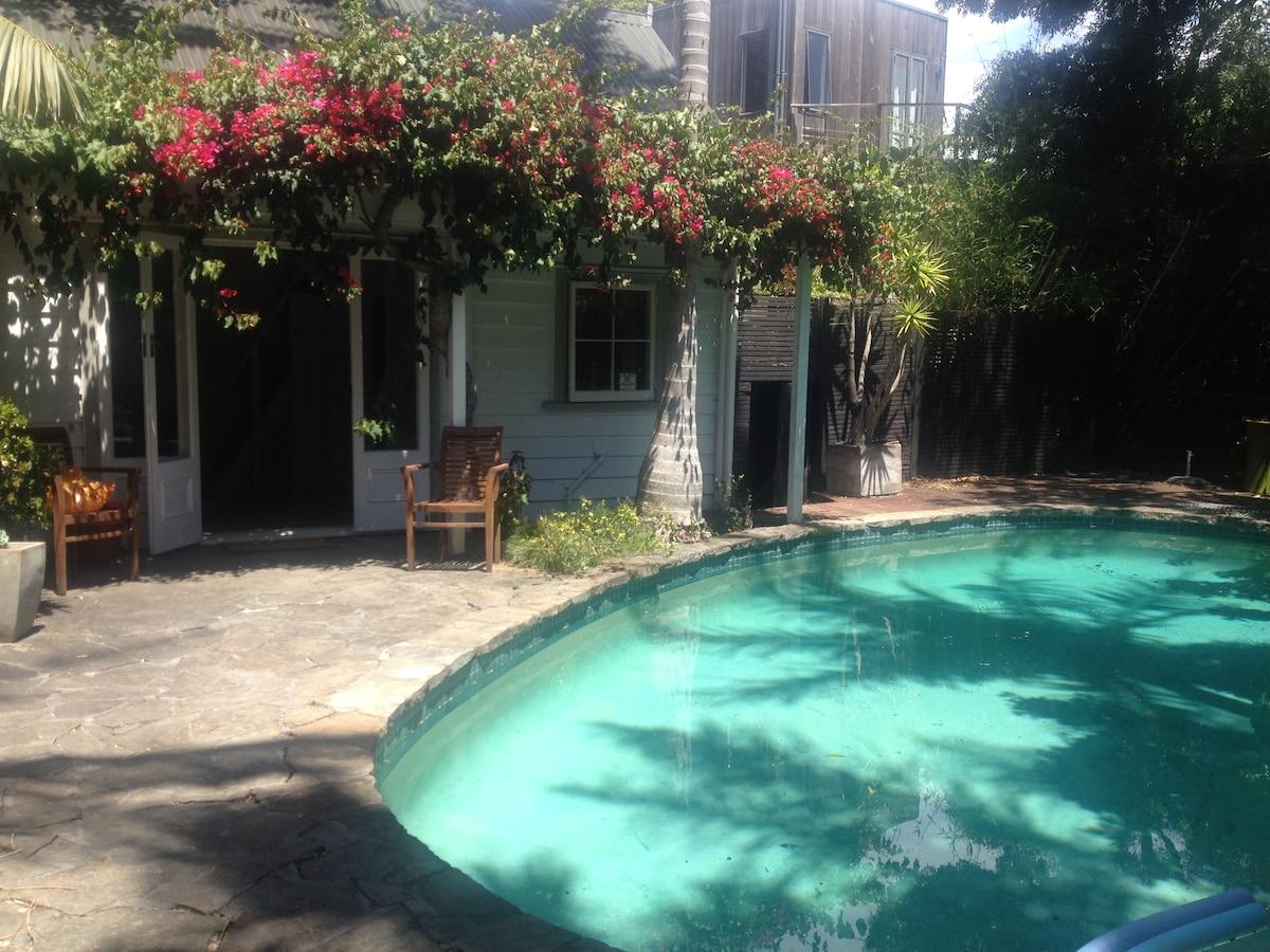 Idyllic Pool House in Ponsonby