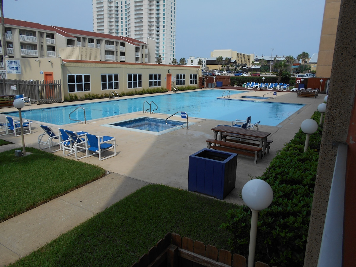 cozy 1 bdr condo,pool,beach side!!