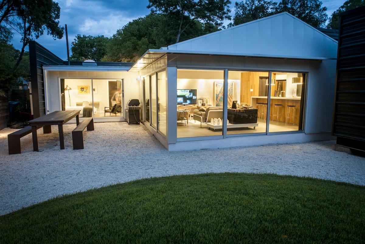 2BR/2BA Modern, Futuristic House