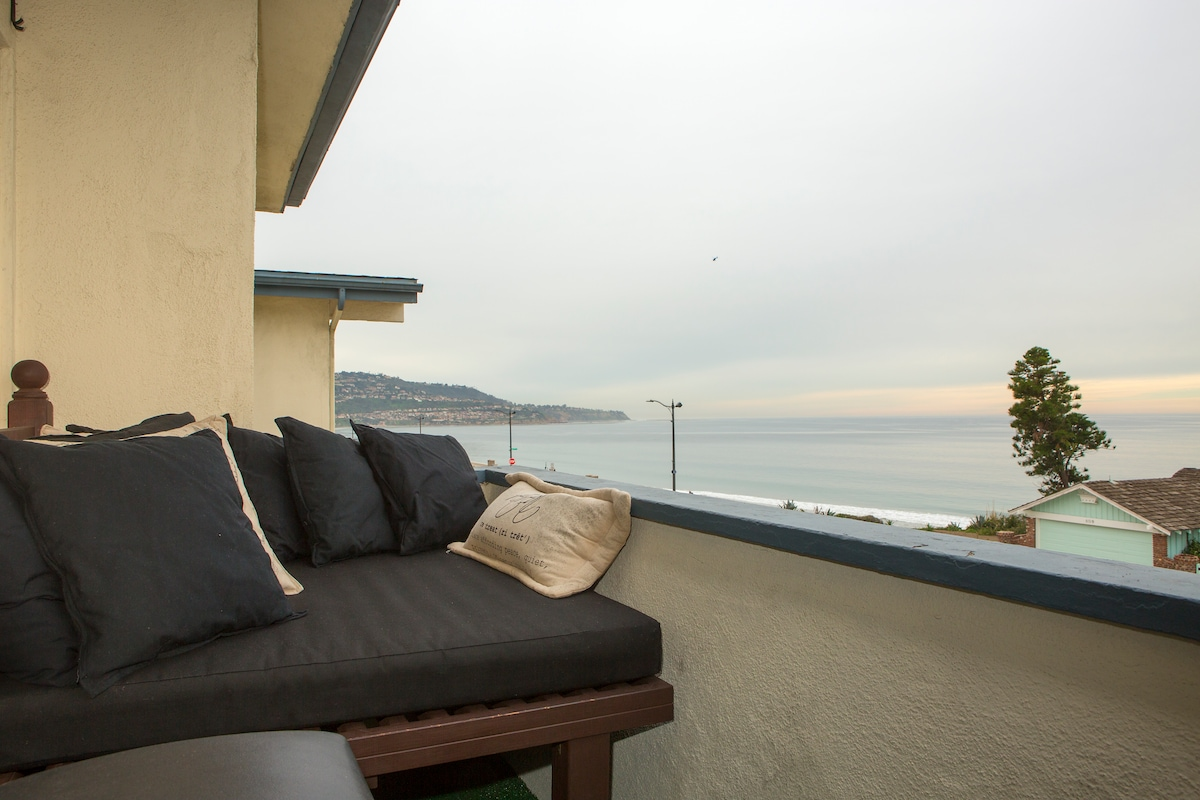 Ocean view with daybed on balcony