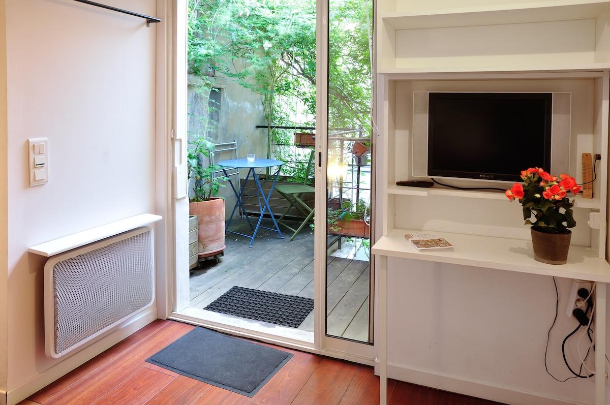 Independent room, B&B,Garage