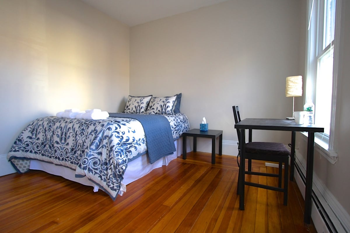 2A) Pleasant Room in Harvard Square