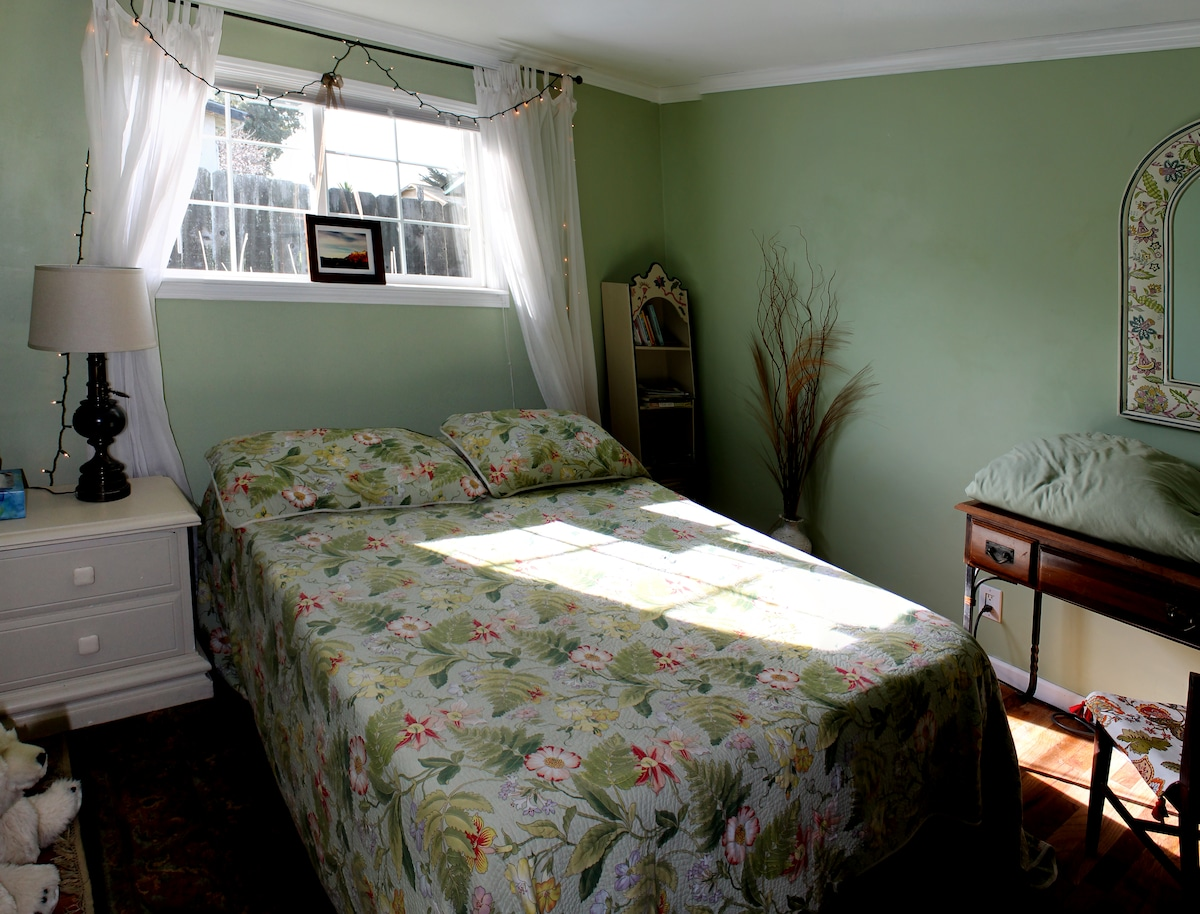 Seaside cottage:  The Green Room