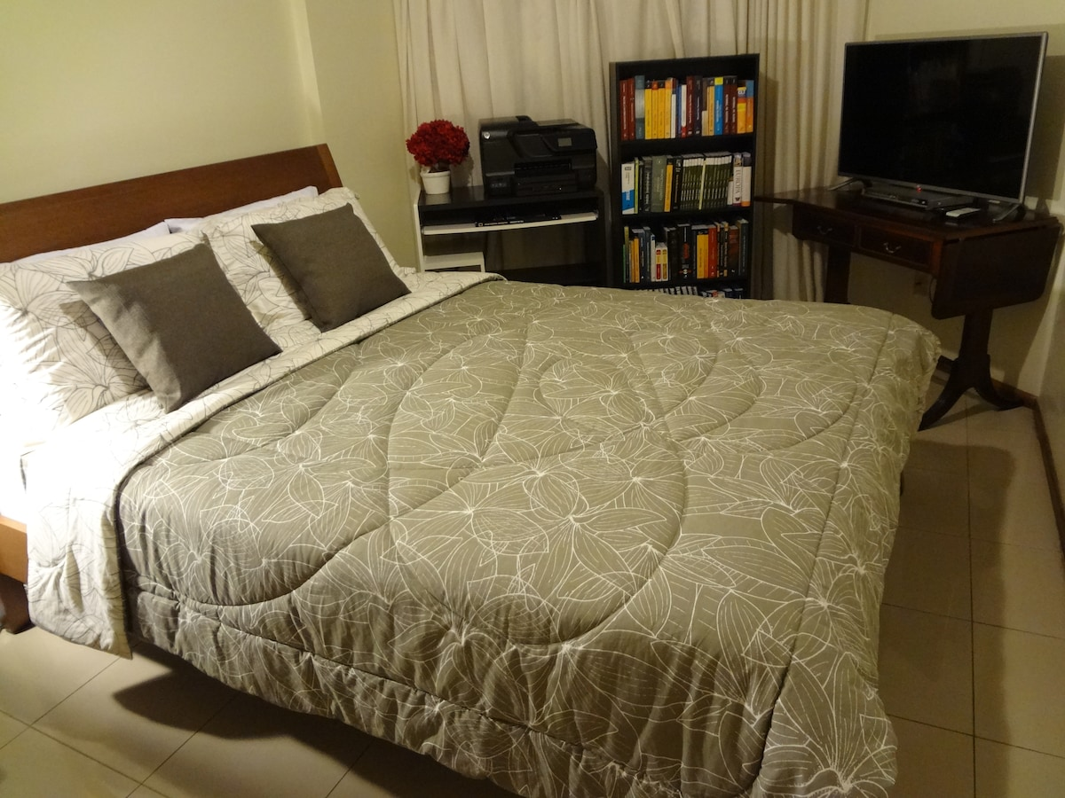 Large wooden queen bed in the bedroom. The mattress and pillows are very comfortable. Smart TV LED Full HD LG.