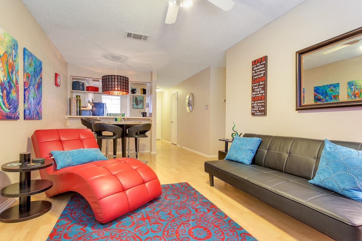 2BR/2BA Captivating SoCo Condo
