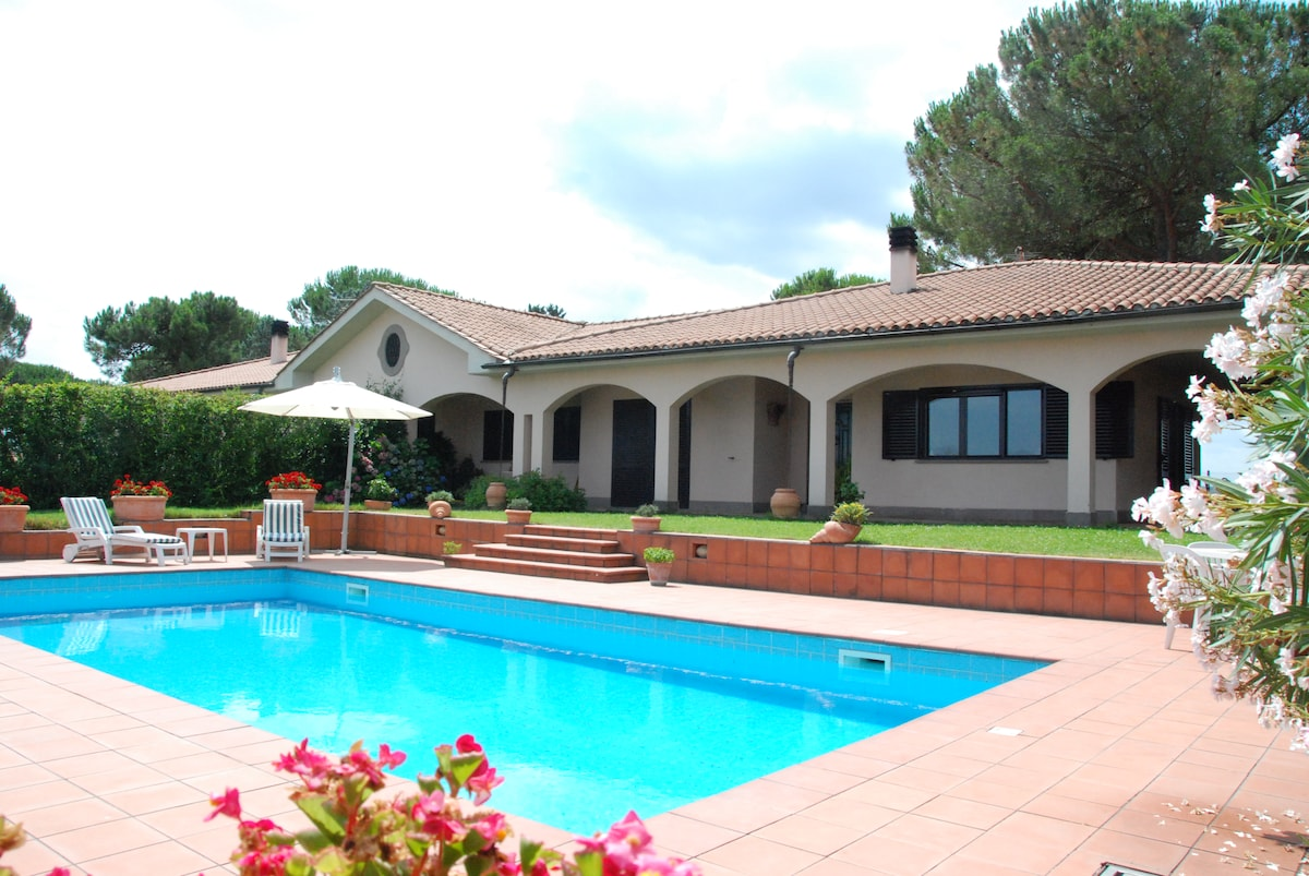 Villa with pool 45 min. from Rome