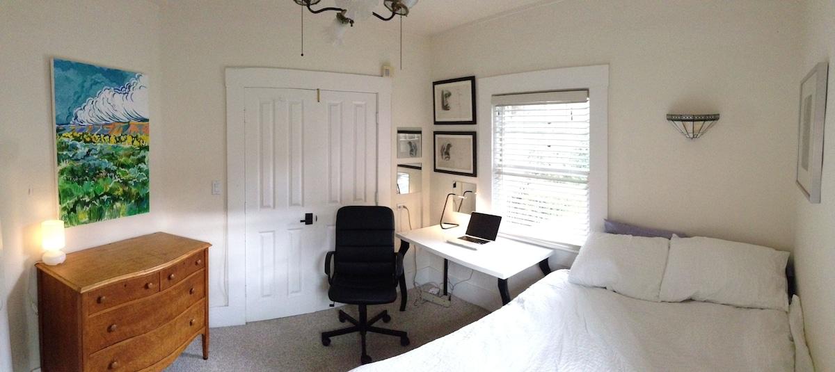 Modern Bedroom for Beach/Business