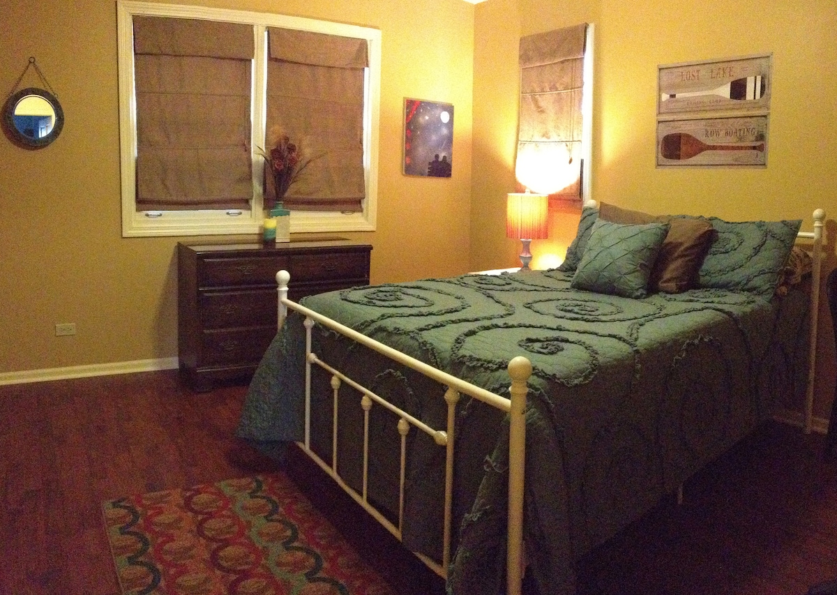 Handsome Guest Room - Walk to Train