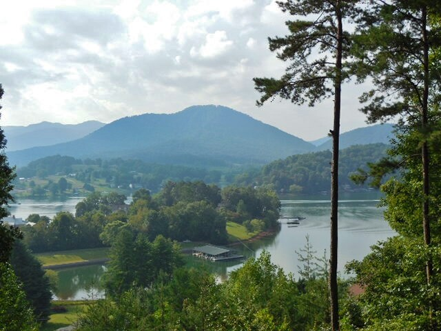 Beautiful Lake & Mountain Views