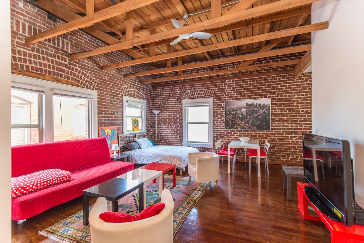 Amazing Loft in Hollywood prime!!!!