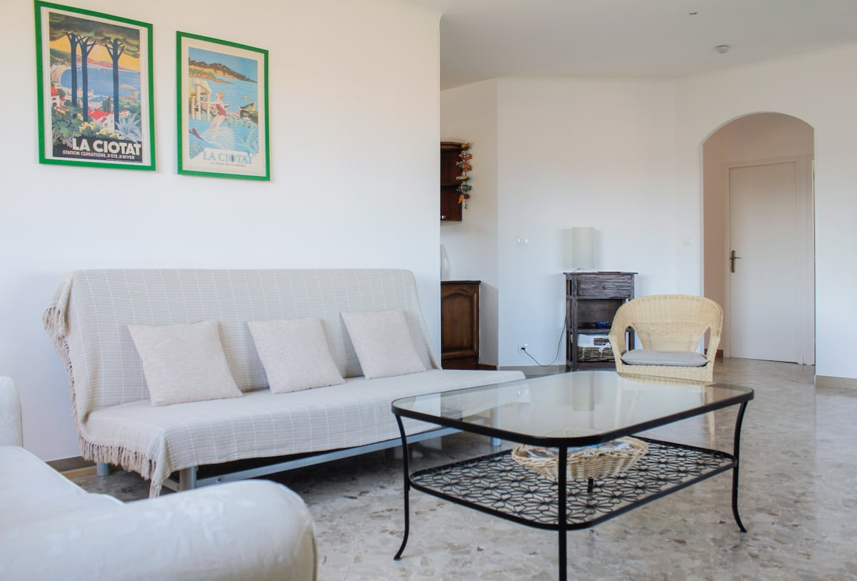 Sea View Flat for Rent 100m2 8 beds