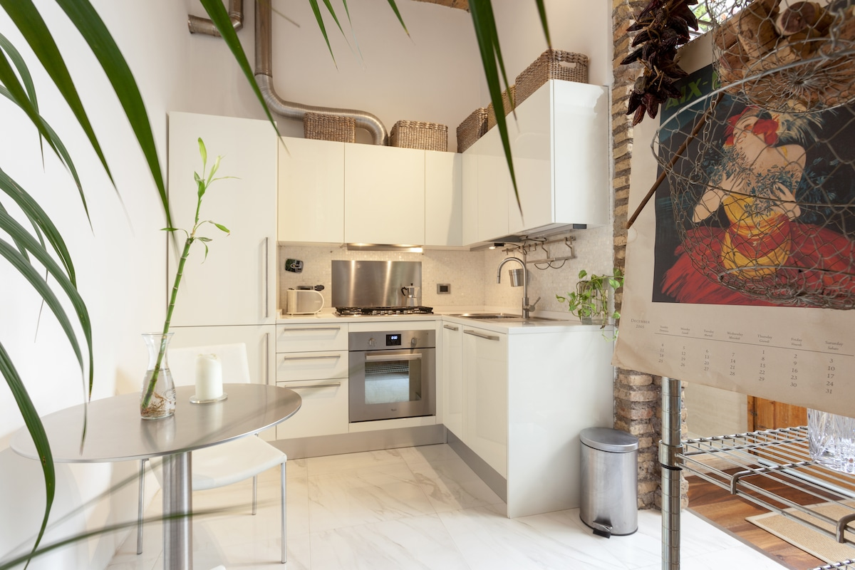 Chic Artist's Loft in Rome Center