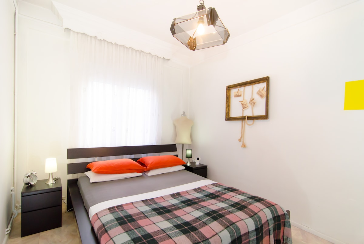 Fresh linens and pillows offer you a pleasant sleep (2nd bedroom)